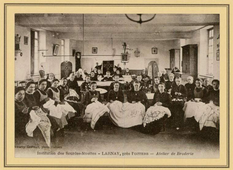 Atelier de broderie du début du 20e siècle