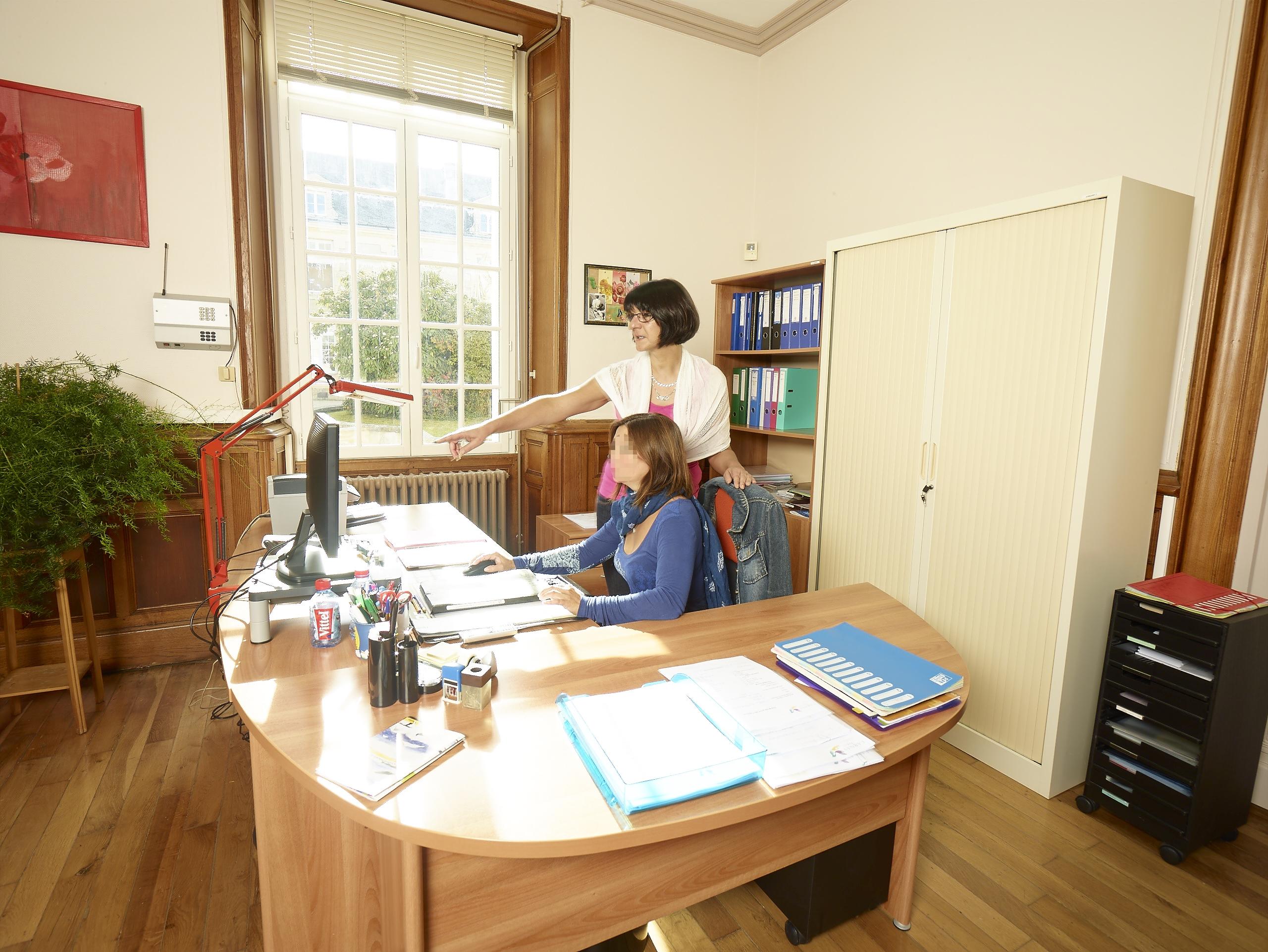 Une quipe pluri professionnelle qualifie Association Larnay