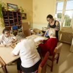 Séance de lecture braille à l'EHPHSAD